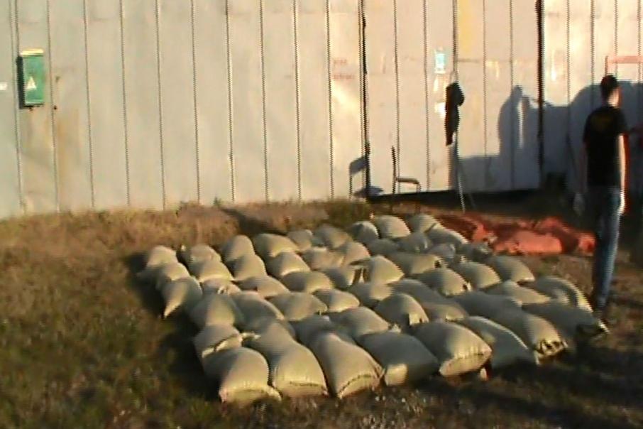 В кузове грузовика нашли 15 мешков с марихуаной
