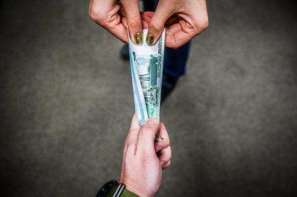 В первом полугодии средняя зарплата бюджетников составляла 35 644 рубля