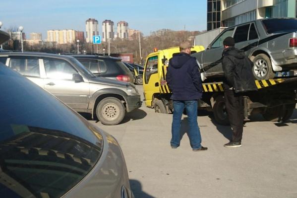 Во время происшествия на эвакуатор был погружен автомобиль