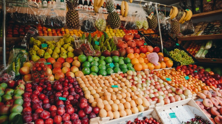 С овощами и фруктами в Тюмень завозят опасных для человека мух-горбаток, которые селятся в ранках