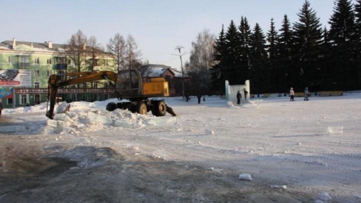 В Челябинской области снесли опасный ледовый городок
