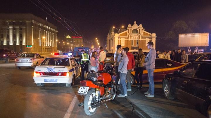 Байкер и автоинспекторы пойдут искать шумных мотоциклистов