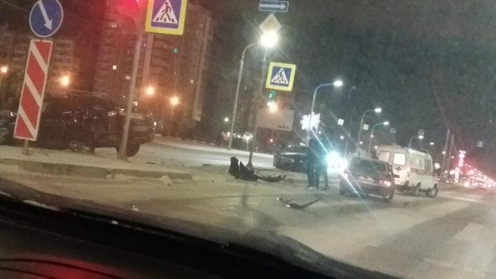 Водитель проскочил на красный и устроил жуткую аварию на «Взлетке»