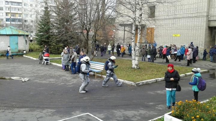 «Врачи стали кричать, чтобы все выходили»: из-за едкого запаха эвакуировали поликлинику на Галушина