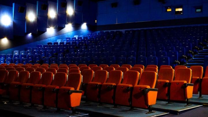 Скорая откачала 79-летнего тюменца, у которого остановилось сердце в кинотеатре