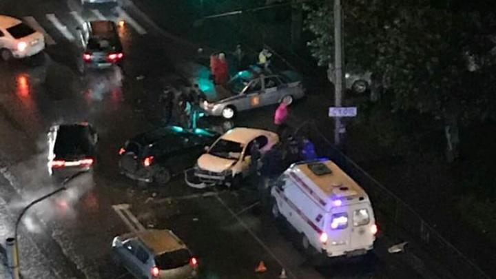 Пьяный за рулём «Тойоты» врезался в ограждение и собрал массовое ДТП