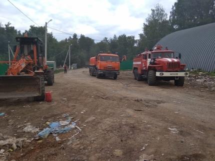 Под Уфой крупный пожар на свалке: на месте уже работают семь пожарных цистерн