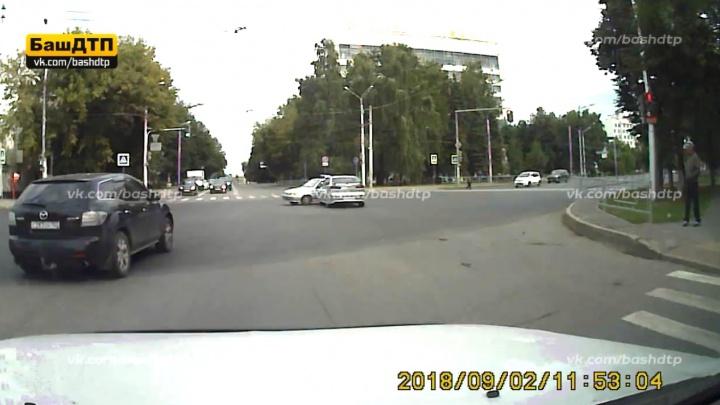 Массовую аварию с участием машины Росгвардии в Уфе засняли на камеру видеорегистратора
