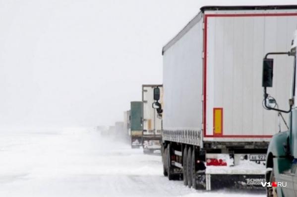 Водителям советуют переждать непогоду на стоянках