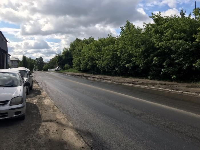 Очевидцы заметили новый асфальт на дороге сегодня утром