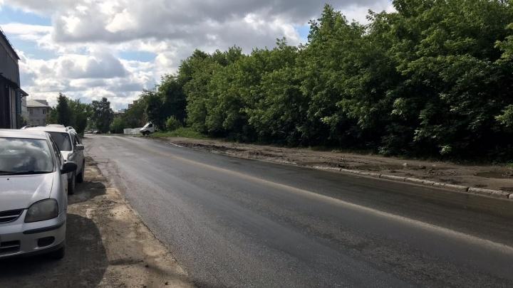 Разбитую дорогу в Дзержинском районе починили после публикации НГС