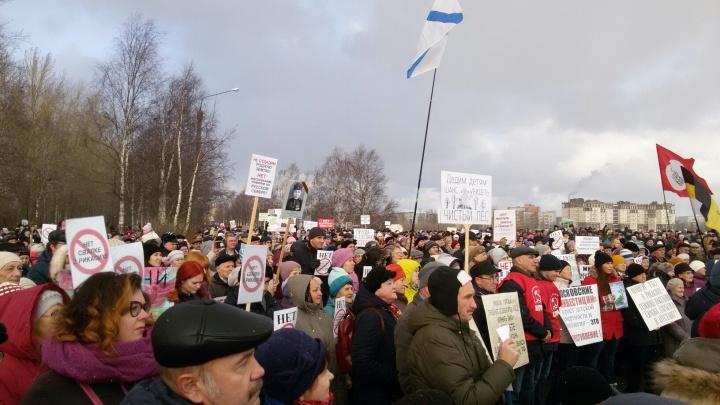 Несколько тысяч северодвинцев снова вышли на митинг против мусорных полигонов в Поморье