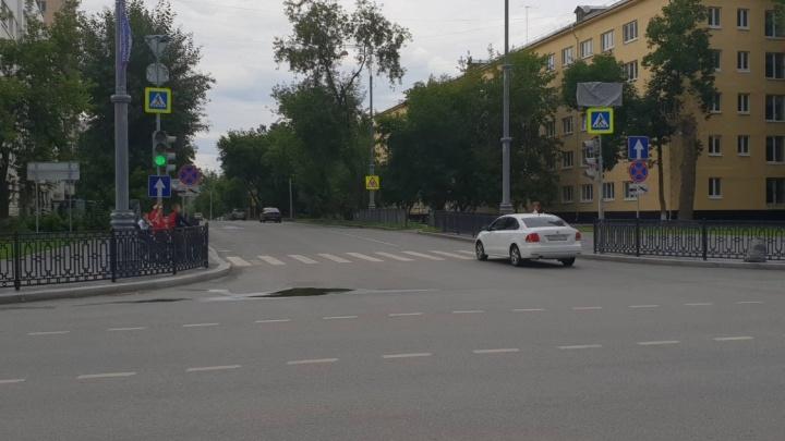 Улица Мельникова на ВИЗе вновь стала двусторонней