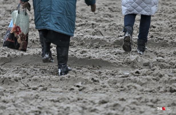«Внешне всё красиво, а во дворах не пройти»: Елистратов назвал сроки, когда в Челябинске уберут снег