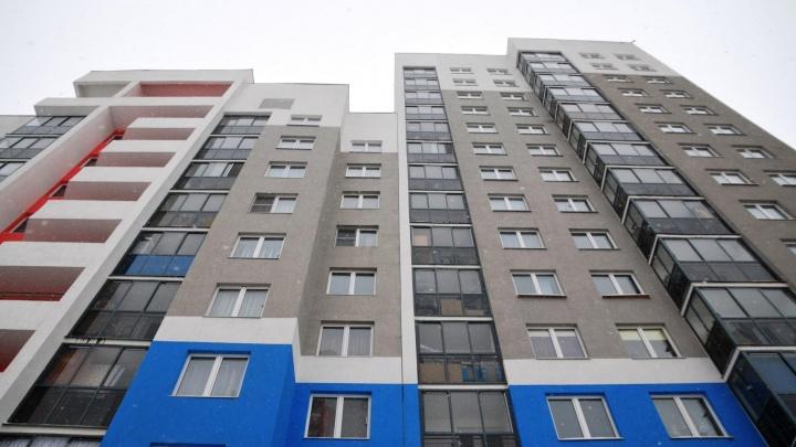 Не знали про камеры: сотрудники УК в Екатеринбурге предложили разбивать машины недовольным жильцам