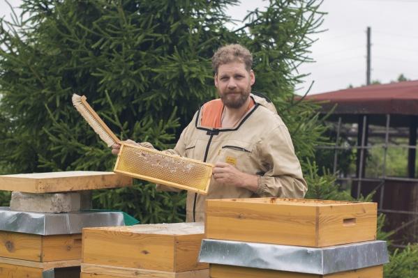 Беньяамин Форстер занимается пчеловодством уже восемь лет