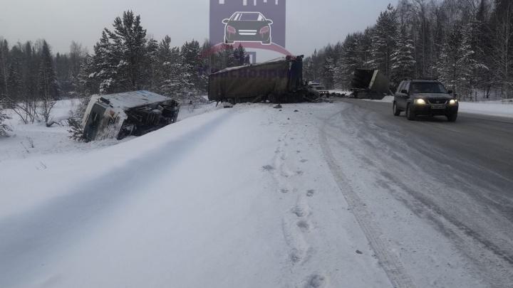 В массовой аварии на кольце у Зеледеево погиб водитель фуры и два человека ранены