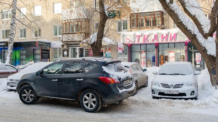 Кто должен выписывать штрафы за парковку на пермских газонах: разбираемся в запутанной ситуации