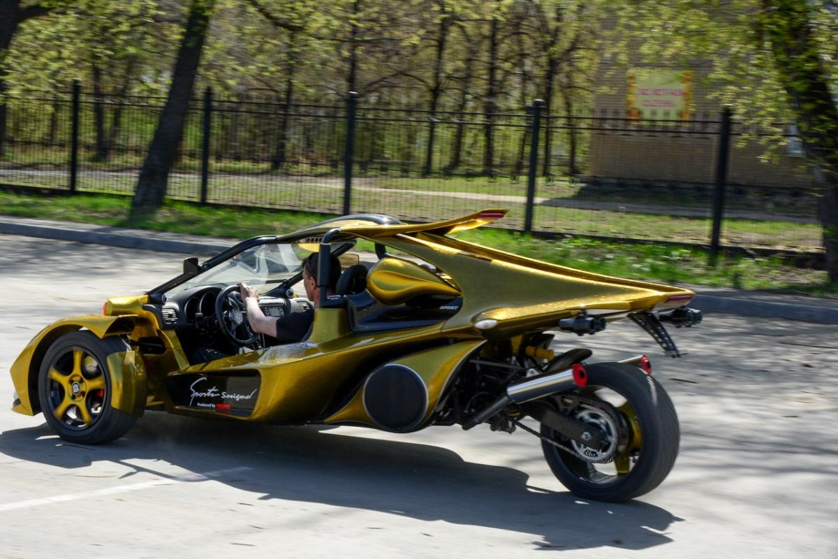 ОригинальныйCampagna T-Rex использует мотоциклетные моторы BMW, Suzuki и Kawasaki: Олег остановился на варианте от байка Kawasaki Z750