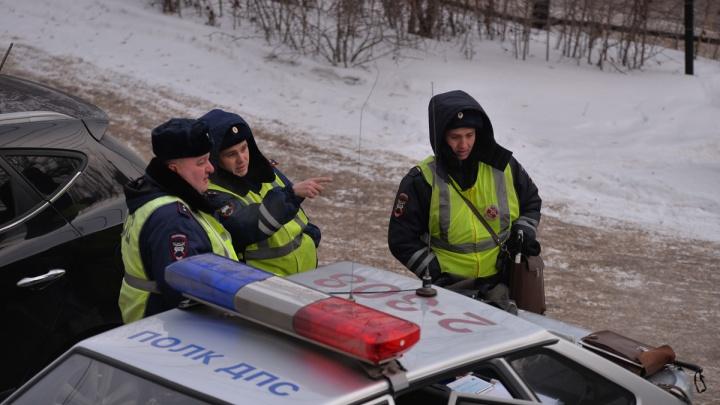 Инспекторы ГИБДД разыскивают водителя, который сбил двух пешеходов и скрылся с места ДТП в Екатеринбурге