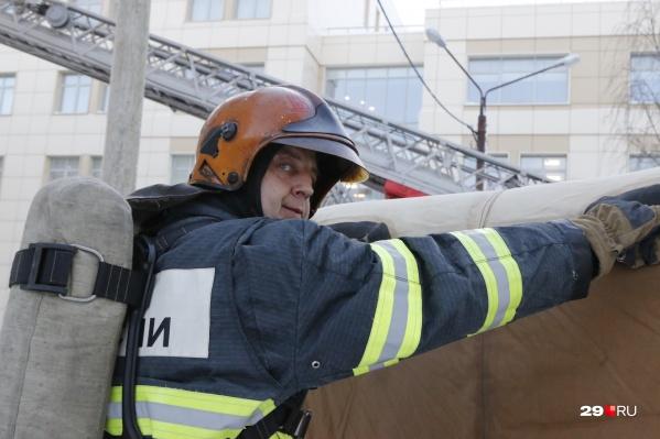 Спасатели эвакуировали студентов, которые оказались отрезанными от выходов из здания