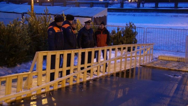 Лед ослаб: МЧС не рекомендует купаться на Полевом спуске