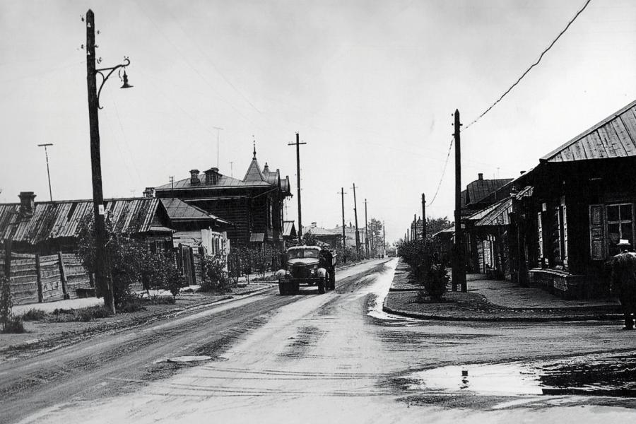 Перекрёсток улиц Вейнбаума и Ады Лебедевой. Фотография 1957 года