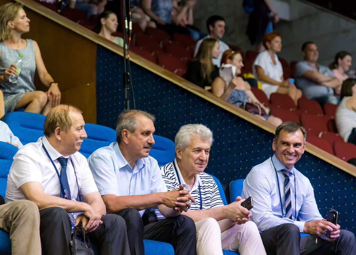 За выступлениями следили министр спорта Челябинской области и руководитель региональной федерации по спортивной гимнастике