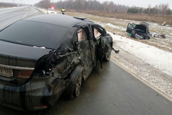 Один автомобиль оказался за пределами автодороги