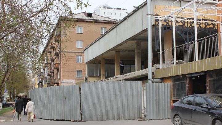Ресторатор Денис Иванов сломал стену здания в тихом центре ради новой кофейни