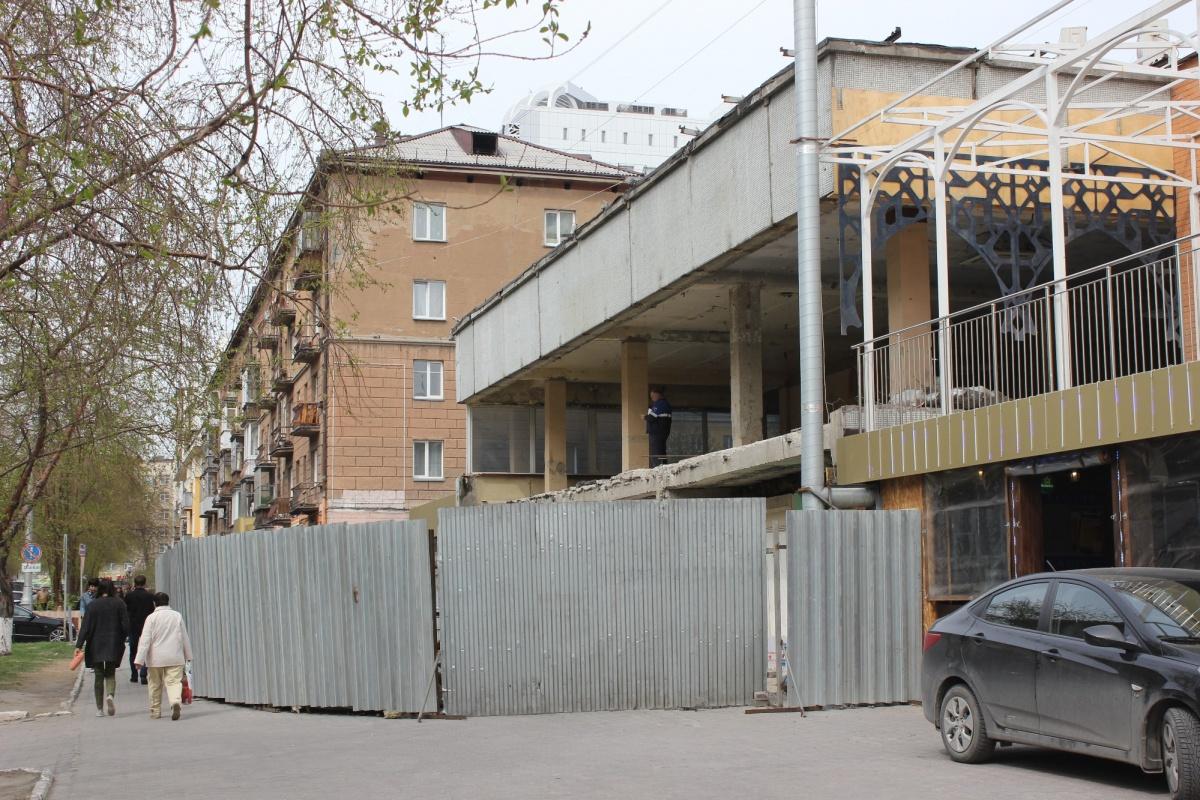 Чтобы придать заведению более современный вид, в помещении демонтировали внешнюю стену. Фото Стаса Соколова