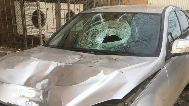 Владелец Mercedes, чей автомобиль сбил насмерть мужчину на Донбасской, пришёл в ГИБДД