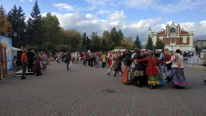Гусли, канат, хоровод: в Первомайском сквере прошёл фестиваль славянской культуры