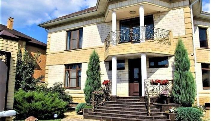 Позолоченный хаммам, домашний кинотеатр и бассейн: в Ростове продают дом за 40 миллионов рублей