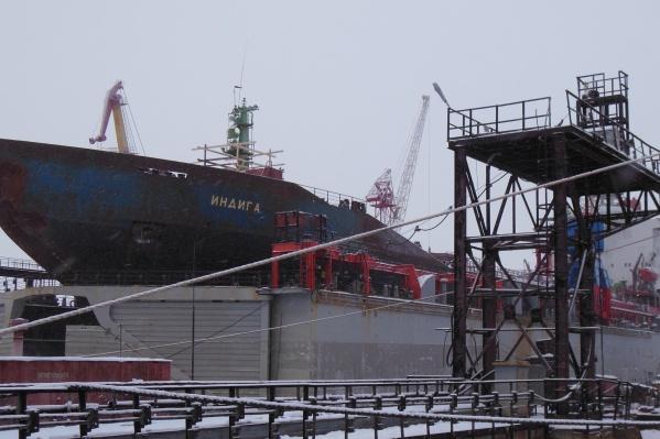 Танкер «Индига» Мурманского пароходства в декабре встал в док «Красной Кузницы». Судно продали одной из архангельских компаний