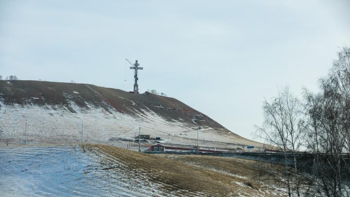 «Кто спрашивает зачем, ничего не добьется в жизни»: губернатор высказался о кресте на горе у Дрокино