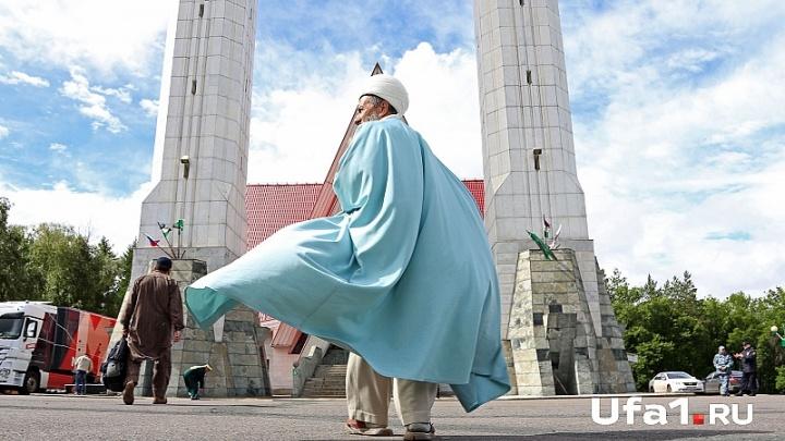 Рустэм Хамитов и Ирек Ялалов поздравили мусульман Башкирии с Курбан-байрамом
