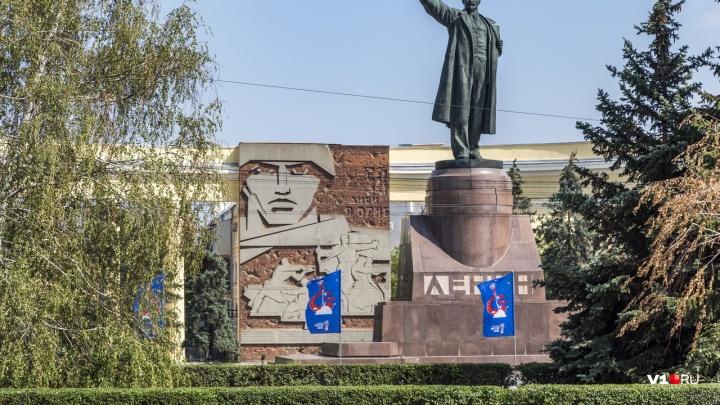 Площадь Ленина в Волгограде: взорванный храм, разбитый враг и светлое будущее