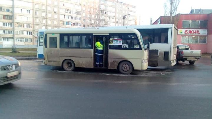 Появилось видео аварии с двумя маршрутками в Уфе