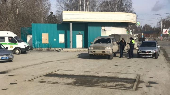 Охота за водителями: ГИБДД и приставы вышли ловить должников на Мочищенском шоссе
