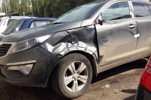 Повреждения на машине судьи Татьяны Рыжих