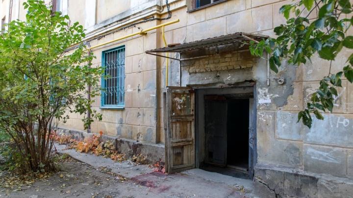 В очередь!: жителей рушащегося дома на юге Волгограда пообещали переселить до 2021 года