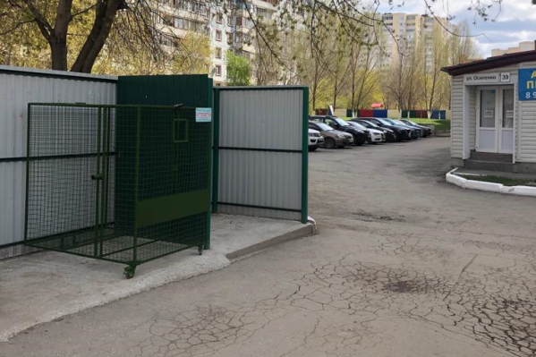 Вот такие сетчатые контейнеры для бытового пластика появятся в нескольких районах города