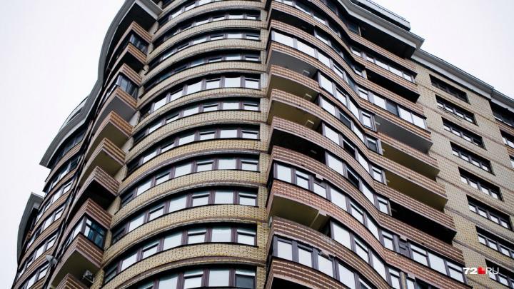 10 домов (в том числе элитных), из которых тюменцы хотят съехать. Тут продается больше всего квартир