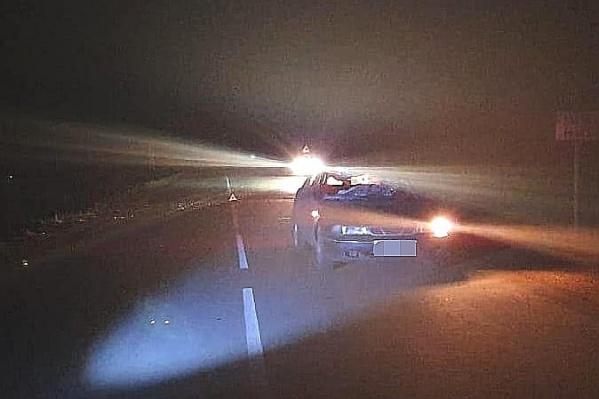 Удар был такой силы, что у автомобиля вдребезги разлетелось стекло