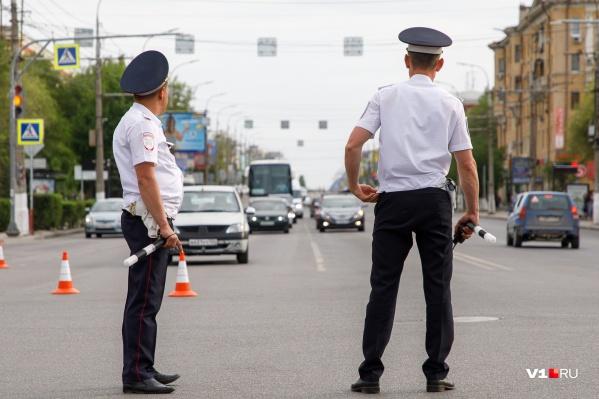 Полицейские сегодня обеспечивают правопорядок пасхальных мероприятий, Волгоградского марафона и матча «Ротор» — «СКА-Хабаровск»
