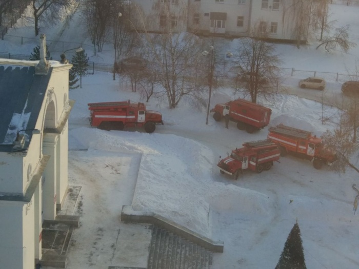 Пожарная техника приехала к ДК «Приморский» на учения
