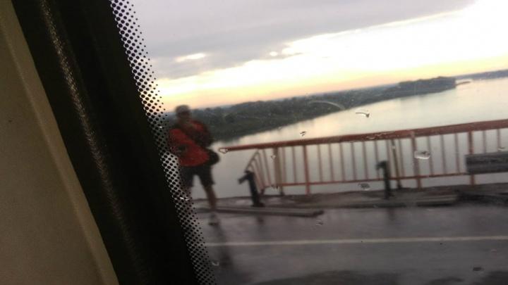 В Башкирии с моста в реку сорвалась легковушка, трагедия или что-то другое?