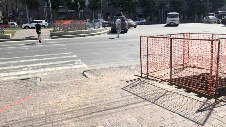 За часовней на Красном проспекте поставят пешеходный светофор с кнопкой