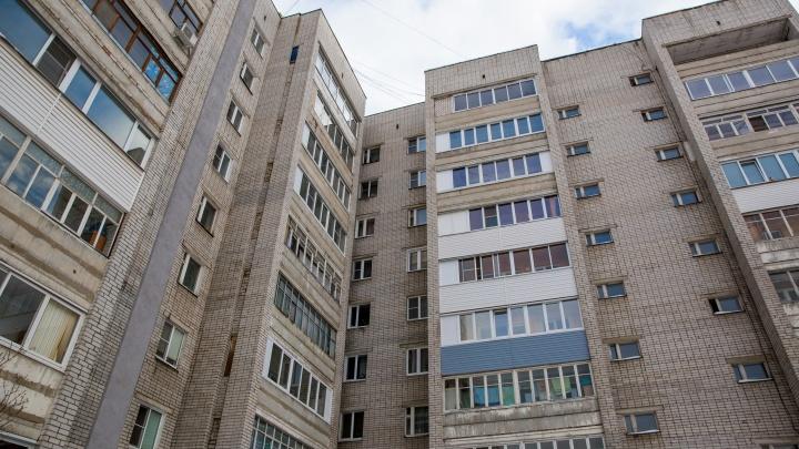 Тело лежало под балконами: в Ярославле прохожие нашли мёртвого мужчину
